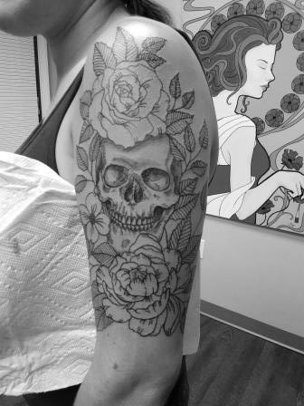 Skull and flowers - Harlie Silvernail